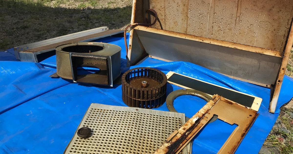 キッチン換気扇の油汚れ